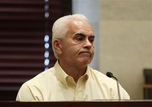 "<div class=""meta ""><span class=""caption-text "">George Anthony testifies during the murder trial of his daughter Casey Anthony at the Orange County Courthouse, Tuesday, June 28, 2011, in Orlando, Fla. Casey Anthony, 25, is charged with killing her daughter Caylee in the summer of 2008. (AP Photo/Red Huber, Pool) (AP Photo/ Red Huber)</span></div>"