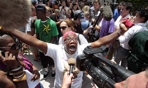 "<div class=""meta ""><span class=""caption-text "">Cathy Cooper expresses her disagreement with the verdict outside the Orange County Courthouse in Orlando, Fla., Tuesday, July 5, 2011.  Casey Anthony was found not guilty of first-degree murder, aggravated manslaughter and aggravated child abuse. (AP Photo/Alan Diaz) (AP Photo/ Alan Diaz)</span></div>"