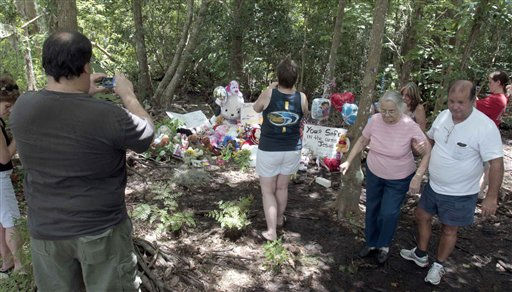 "<div class=""meta ""><span class=""caption-text "">Vistors and neighbors visit the memorial of Caylee Anthony in Orlando, Fla., Tuesday, July 5, 2011. Casey Anthony was found not guilty of first-degree murder, aggravated manslaughter and aggravated child abuse. in Orlando, Fla., Tuesday, July 5, 2011. (AP Photo/Alan Diaz) (AP Photo/ Alan Diaz)</span></div>"