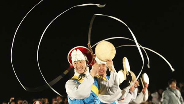 "<div class=""meta ""><span class=""caption-text "">South Koreans in traditional costumes perform to celebrate the New Year near the border village of Panmunjom (DMZ) that separates the two Koreas since the Korean War, at Imjingak Pavilion in Paju, South Korea, Sunday, Jan. 2012.(AP Photo/Ahn Young-joon) (AP Photo/ Ahn Young-joon)</span></div>"