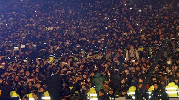 Thousands of people gather during the welcoming ceremony of the New Year at the Bosingak pavilion in Seoul, South Korea, Sunday, Jan. 1, 2012. &#40;AP Photo&#47; Lee Jin-man, Pool&#41; <span class=meta>(AP Photo&#47; Lee Jin-man)</span>