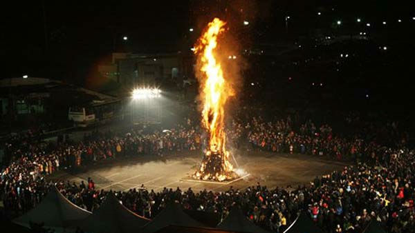 "<div class=""meta image-caption""><div class=""origin-logo origin-image ""><span></span></div><span class=""caption-text"">South Koreans view the burning of Daljips, a wooden hut built on top of a hill, to celebrate the New Year near the border village of Panmunjom (DMZ) that separates the two Koreas since the Korean War, at Imjingak Pavilion in Paju, South Korea, Sunday, Jan. 2012. (AP Photo/Ahn Young-joon) (AP Photo/ Ahn Young-joon)</span></div>"