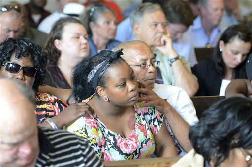 "<div class=""meta ""><span class=""caption-text "">Family of Odin Lloyd react during the arraignment of former New England Patriots tight end Aaron Hernandez in Attleboro District Court Wednesday, June 26, in Attleboro, Mass. Hernandez was charged with murdering Lloyd, a 27-year-old semi-pro football player for the Boston Bandits, whose body was found June 17 in an industrial park in North Attleborough, Mass.     (AP Photo/ Mike George)</span></div>"
