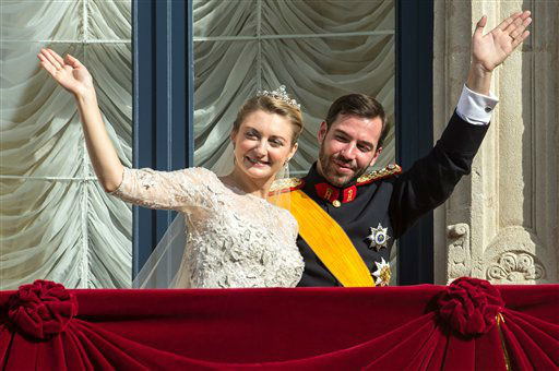 Luxembourg&#39;s Prince Guillaume and Countess Stephanie wave from the balcony of the Royal Palace after their wedding in Luxembourg, Saturday, Oct. 20, 2012. &#40;AP Photo&#47;Geert vanden Wijngaert&#41; <span class=meta>(AP Photo)</span>