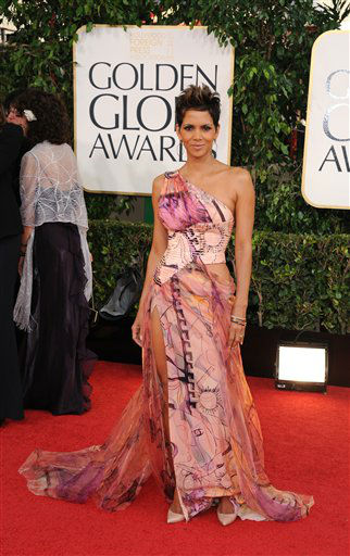 Halle Berry arrives at the 70th Annual Golden Globe Awards at the Beverly Hilton Hotel on Sunday Jan. 13, 2013, in Beverly Hills, Calif. <span class=meta>(Photo by Jordan Strauss&#47;AP)</span>