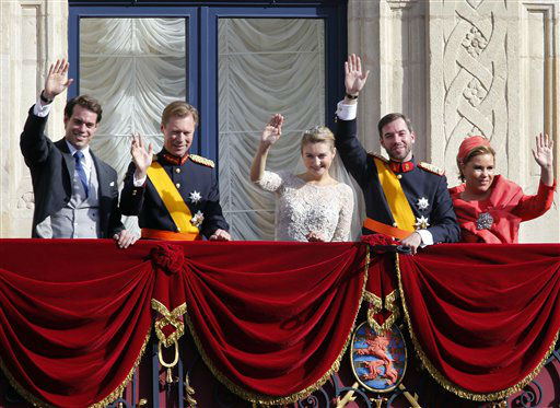 Luxembourg&#39;s Prince Felix, Grand Duke Henri, Prince Guillaume, Countess Stephanie and Grand Duchess Maria Teresa wave from the balcony of the Royal Palace after the royal wedding in Luxembourg, Saturday, Oct. 20, 2012. &#40;AP Photo&#47;Michael Probst&#41; <span class=meta>(AP Photo&#47; Michael Probst)</span>