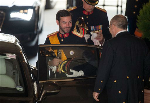 "<div class=""meta ""><span class=""caption-text "">Luxembourg's Prince Guillaume smiles as he leaves the Grand Ducal Palace in Luxembourg, Saturday Oct. 20, 2012. Royalty from Europe, the Middle East and Japan have arrived in the tiny country to celebrate the wedding ceremonies of the heir to the throne Prince Guillaume to Belgian Countess Stephanie de Lannoy. (AP Photo/Geert Vanden Wijngaert) (AP Photo)</span></div>"
