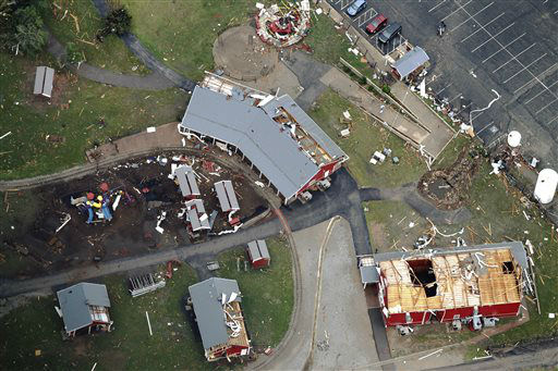 "<div class=""meta ""><span class=""caption-text "">This Tuesday, May 21, 2013 photo shows damaged structures following Monday's tornado in Moore, Okla.   (AP Photo/ Kim Johnson Flodin)</span></div>"