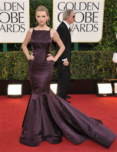 Singer Taylor Swift arrives at the 70th Annual Golden Globe Awards at the Beverly Hilton Hotel on Sunday Jan. 13, 2013, in Beverly Hills, Calif.  <span class=meta>(Photo by John Shearer&#47;AP)</span>