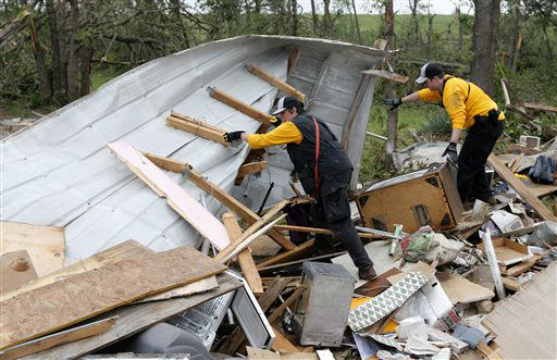 Members of the Chickasaw Nation search and rescue group dig through debris, Monday, May 20, 2013, to locate a kitten buried in the rubble of a mobile home destroyed in Sunday&#39;s tornado, in the Steelman Estates Mobile Home Park, near Shawnee, Okla.   <span class=meta>(AP Photo&#47; Sue Ogrocki)</span>