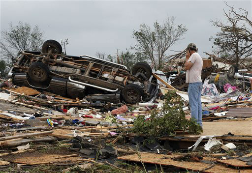 "<div class=""meta ""><span class=""caption-text "">John Warner surveys the damage near a friend's mobile home in the Steelman Estates Mobile Home Park, destroyed in Sunday's tornado, near Shawnee, Okla., Monday, May 20, 2013.   (AP Photo/ Sue Ogrocki)</span></div>"