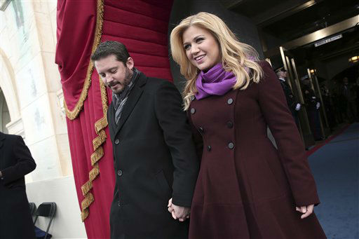 "<div class=""meta image-caption""><div class=""origin-logo origin-image ""><span></span></div><span class=""caption-text"">Singer Kelly Clarkson and Brandon Blackstock arrive on the West Front of the Capitol in Washington, Monday, Jan. 21, 2013, for the Presidential Barack Obama's ceremonial swearing-in ceremony during the 57th Presidential Inauguration.    (AP Photo/ Win McNamee)</span></div>"