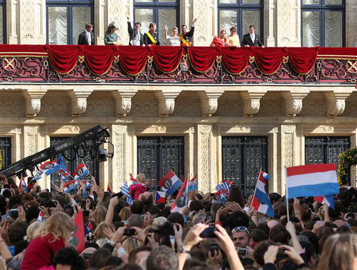 Flanked by the royal family, Luxembourg&#39;s Prince Guillaume and Countess Stephanie wave from the balcony of the Royal Palace after their wedding in Luxembourg, Saturday, Oct. 20, 2012. &#40;AP Photo&#47;Michael Probst&#41; <span class=meta>(AP Photo)</span>