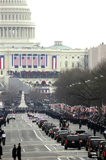 The motorcade of President Barack Obama heads up Pennsylvania Avenue to the U.S. Capitol for the 57th Presidential Inaugural, Monday, Jan. 21, 2013 in Washington. <span class=meta>(AP Photo&#47; Alex Brandon)</span>