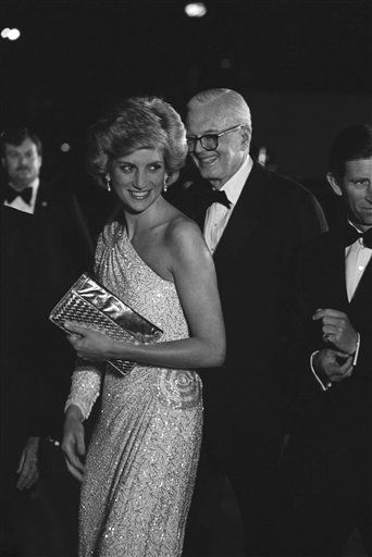 Princess Diana, smiles to reporters as she arrives at the National Gallery of Art for dinner in Washington on Nov. 10, 1986. The princess is escorted into the museum by John Stevenson, president of the gallery. &#40;AP Photo&#47;Ira Schwarz&#41; <span class=meta>(AP Photo&#47; Ira Schwarz)</span>