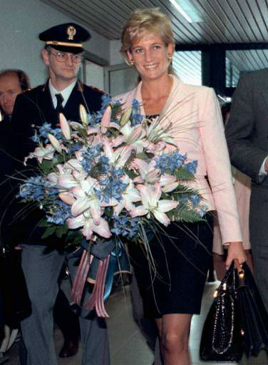 Princess Diana arrives at Rimini airport holding a boquet of flowers Saturday, Oct.12, 1996, which she was presented upon her arrival.  Princess Diana came to Rimini to receive an award for her charity activity from Rimini&#39;s International Research Center Pio Manzu&#39;. &#40;AP Photo&#47;Venanzio Raggi&#41; <span class=meta>(AP Photo&#47; VENANZIO RAGGI)</span>