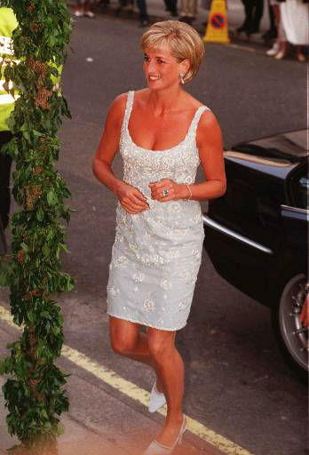 Diana, Princess of Wales arrives at Christie&#39;s Auction house in London Monday June 2, 1997 to attend a private viewing and reception in aid of AIDS Crisis Trust and The Royal Marsden Hospital Cancer Fund.  The reception is being held on the eve of  a public exhibition of &#34;Dresses, from the Collection of Diana, Princess of Wales&#34;, which are to be auctioned for the above charities in New York on June 25.  &#40;AP Photo&#47;Jacqueline Arzt&#41; <span class=meta>(AP Photo&#47; JACQUELINE ARZT)</span>
