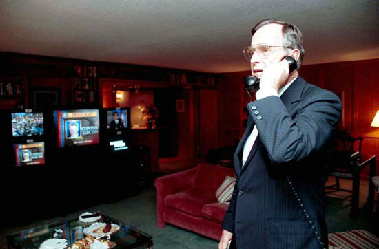 "<div class=""meta ""><span class=""caption-text "">President Bush makes his concession phone call to President-Elect Bill Clinton on Nov 25, 1992  Photos provided by: George Bush Presidential Library and Museum</span></div>"