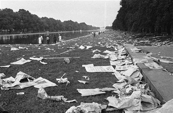 Discarded signs and other debris litter the ground between the Lincoln Memorial and Washington Monument, after civil rights marchers estimated at more than 200,000, left the area in Washington, August 28, 1963. &#40;AP Photo&#41; <span class=meta>(Photo&#47;Anonymous)</span>