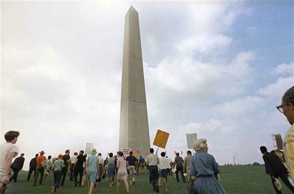 Large crowds gather at the Washington Monument to demonstrate for the civil rights movement in Washington, D.C., on August 28, 1963. (AP Photo)
