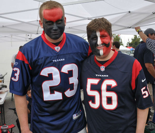 "<div class=""meta image-caption""><div class=""origin-logo origin-image ""><span></span></div><span class=""caption-text"">These are photos from inside and outside Reliant Stadium as the Houston Texans hosted the Seattle Seahawks Sunday, September 29, 2013 (Photo/ABC13)</span></div>"