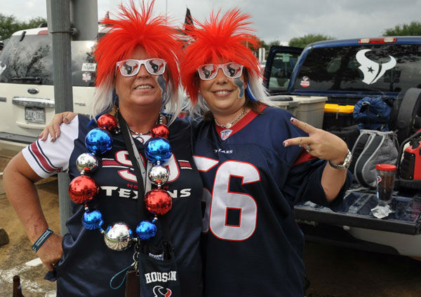 "<div class=""meta ""><span class=""caption-text "">These are photos from inside and outside Reliant Stadium as the Houston Texans hosted the Seattle Seahawks Sunday, September 29, 2013 (Photo/ABC13)</span></div>"