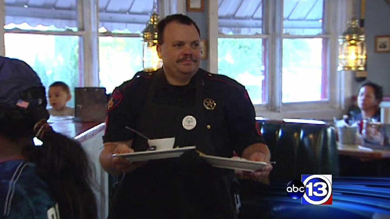 Harris Co. deputy constables wait tables to raise money for Special Olympics
