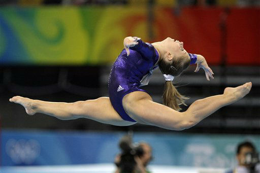 U.S. gymnast Shawn Johnson performs to win the silver medal during the women&#39;s floor apparatus finals at the Beijing 2008 Olympics  in Beijing, Sunday, Aug  17, 2008. &#40;AP Photo&#47;Matt Dunham&#41; <span class=meta>(AP Photo&#47; Matt Dunham)</span>