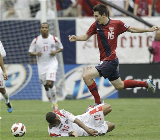 Panama&#39;s Nelson Barahona hits the turf as he and the United States&#39; Sacha Kljestan compete for the ball during the first half of a CONCACAF Gold Cup semifinal soccer match Wednesday, June 22, 2011, in Houston.  <span class=meta>(AP Photo&#47; David J. Phillip)</span>