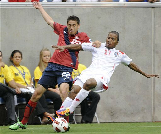 United States&#39; Benny Feilhaber, left, and Panama&#39;s Luis Henriquez go for the ball during the first half of a CONCACAF Gold Cup semifinal soccer match Wednesday, June 22, 2011, in Houston.  <span class=meta>(AP Photo&#47; Dave Einsel)</span>