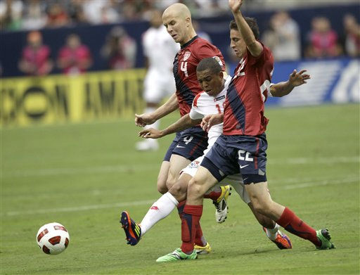 Panama&#39;s Nelson Barahona, center, is squeezed by United States&#39; Michael Bradley &#40;4&#41; and Alejandro Dedoya &#40;22&#41; during the first half of a CONCACAF Gold Cup semifinal soccer match Wednesday, June 22, 2011, in Houston. The United States won 1-0.  <span class=meta>(AP Photo&#47; David J. Phillip)</span>