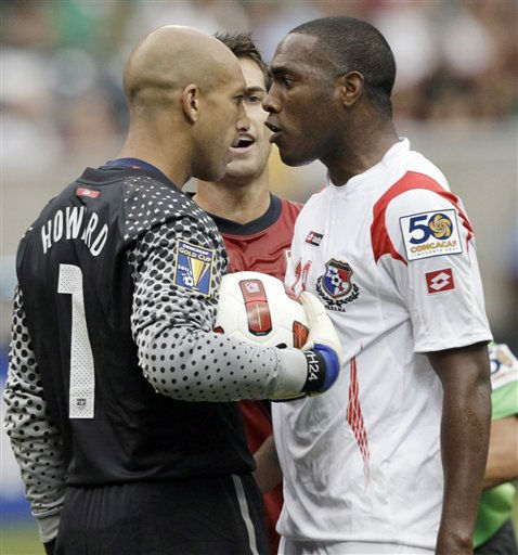 United States&#39; Tim Howard, left, and Panama&#39;s Luis Tejada exchange words before being separated by Carlos Bocanegra, center, during the first half of a CONCACAF Gold Cup semifinal soccer match Wednesday, June 22, 2011, in Houston.  <span class=meta>(AP Photo&#47; David J. Phillip)</span>
