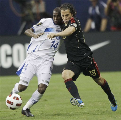 Honduras&#39; Oscar Boniek Garcia, left, and Mexico&#39;s Andres Guardado go for the ball during the first half of a CONCACAF Gold Cup semifinal soccer match Wednesday, June 22, 2011, in Houston.  <span class=meta>(AP Photo&#47; David J. Phillip)</span>
