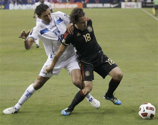 Mexico&#39;s Andres Guardado, right, tries to control the ball as Honduras&#39; Mauricio Sabillon defends during the first half of a CONCACAF Gold Cup semifinal soccer match Wednesday, June 22, 2011, in Houston.  <span class=meta>(AP Photo&#47; David J. Phillip)</span>