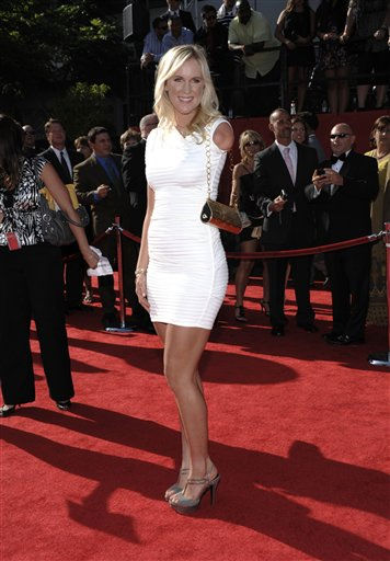 "<div class=""meta image-caption""><div class=""origin-logo origin-image ""><span></span></div><span class=""caption-text"">Bethany Hamilton arrives at the ESPY awards on Wednesday, July 13, 2011, in Los Angeles. (AP Photo/Dan Steinberg) (AP Photo/ Dan Steinberg)</span></div>"