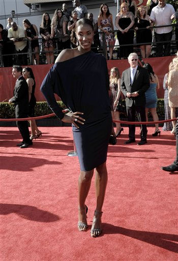 "<div class=""meta ""><span class=""caption-text "">Lisa Leslie arrives at the ESPY awards on Wednesday, July 13, 2011, in Los Angeles. (AP Photo/Dan Steinberg) (AP Photo/ Dan Steinberg)</span></div>"