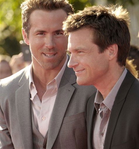 L to R, actors Ryan Reynolds and Jason Bateman arrives at the ESPY awards on Wednesday, July 13, 2011, in Los Angeles. &#40;AP Photo&#47;Dan Steinberg&#41; <span class=meta>(AP Photo&#47; Dan Steinberg)</span>