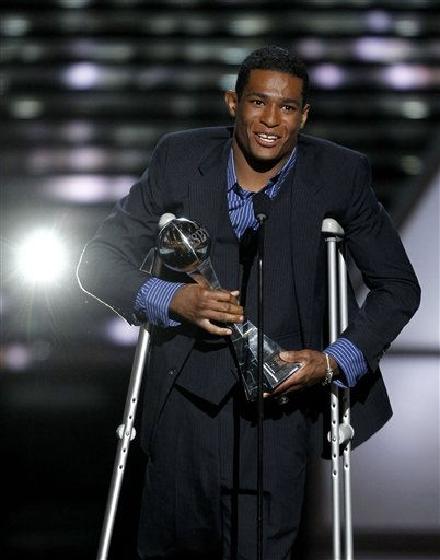 Anthony Robles accepts the Jimmy V Award for Perseverance at the ESPY Awards on Wednesday, July 13, 2011, in Los Angeles. &#40;AP Photo&#47;Matt Sayles&#41; <span class=meta>(AP Photo&#47; Matt Sayles)</span>