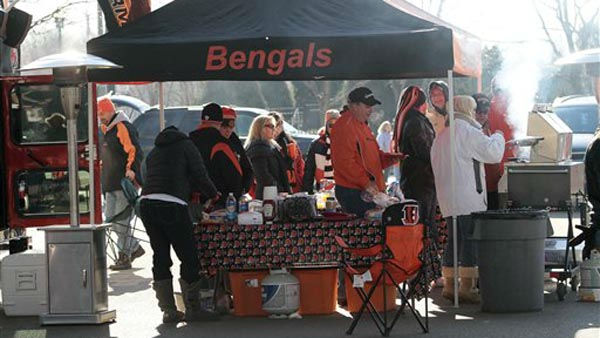 "<div class=""meta ""><span class=""caption-text "">Cincinnati Bengals fans tail gate prior to an NFL football game against the Houston Texans, Sunday, Dec. 11, 2011, in Cincinnati. (AP Photo/Tony Tribble) (AP Photo/ Tony Tribble)</span></div>"