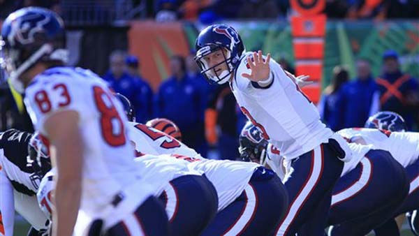 Houston Texans quarterback T.J. Yates, center, calls a play in the first half of an NFL football game against the Cincinnati Bengals, Sunday, Dec. 11, 2011, in Cincinnati. &#40;AP Photo&#47;Al Behrman&#41; <span class=meta>(AP Photo&#47; Al Behrman)</span>