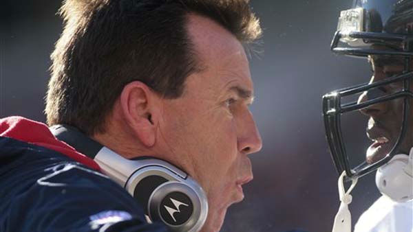 Houston Texans head coach Gary Kubiak talks with a player in the first half of an NFL football game against the Cincinnati Bengals, Sunday, Dec. 11, 2011, in Cincinnati. &#40;AP Photo&#47;Tony Tribble&#41; <span class=meta>(AP Photo&#47; Tony Tribble)</span>