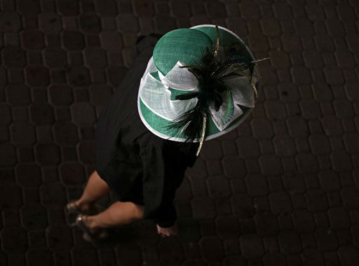 "<div class=""meta ""><span class=""caption-text "">A spectator arrives with her fancy hat to attend the 139th Kentucky Derby at Churchill Downs Saturday, May 4, 2013, in Louisville, Ky.  (AP Photo/ Matt Slocum)</span></div>"