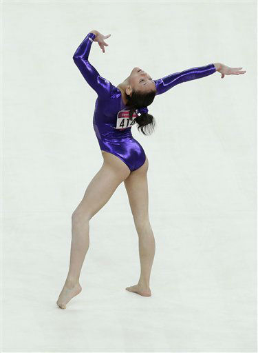 U.S. gymnast Kyla Ross performs on the floor during the Artistic Gymnastic women&#39;s qualifications at the 2012 Summer Olympics, Sunday, July 29, 2012, in London. &#40;AP Photo&#47;Julie Jacobson&#41; <span class=meta>(AP Photo&#47; Julie Jacobson)</span>