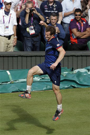 Andy Murray of Great Britain celebrates after defeating Roger Federer of Switzerland in the men&#39;s singles gold medal match at the All England Lawn Tennis Club at Wimbledon, in London, at the 2012 Summer Olympics, Sunday, Aug. 5, 2012. &#40;AP Photo&#47;Mark Humphrey&#41; <span class=meta>(AP Photo&#47; Mark Humphrey)</span>