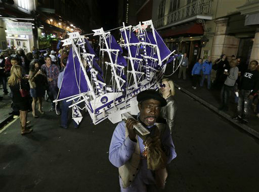 Alex Lewis carries a ship in support of the Baltimore Ravens as he walks in the French Quarter on Saturday, Feb. 2, 2013, in New Orleans. The Baltimore Ravens will face the San Francisco 49ers in NFL football&#39;s Super Bowl XLVII on Sunday in New Orleans. &#40;AP Photo&#47;Darron Cummings&#41; <span class=meta>(AP Photo&#47; Darron Cummings)</span>
