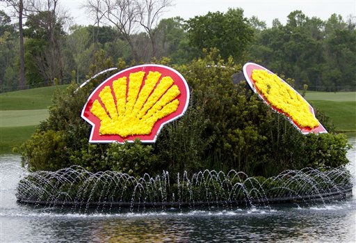 "<div class=""meta ""><span class=""caption-text "">Fountain displaying the Shell logo on the17th hole during the first round of the Houston Open golf tournament, Thursday, March 28, 2013 in Humble, Texas.  (AP Photo/ Bob Levey)</span></div>"