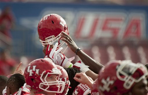 Houston players gather before a Conference USA championship NCAA college football game against Southern Mississippi, Saturday, Dec. 3, 2011, in Houston. Southern Mississippi beat Houston 49-28. &#40;AP Photo&#47;Dave Einsel&#41; <span class=meta>(AP Photo&#47; Dave Einsel)</span>