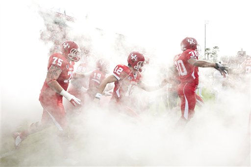 Houston&#39;s Josh McNeil &#40;75&#41; Cotton Turner &#40;12&#41; and Earl Foster &#40;30&#41; take the field before a Conference USA championship NCAA college football game against Southern Mississippi, Saturday, Dec. 3, 2011, in Houston. Southern Mississippi beat Houston 49-28. &#40;AP Photo&#47;Dave Einsel&#41; <span class=meta>(AP Photo&#47; Dave Einsel)</span>