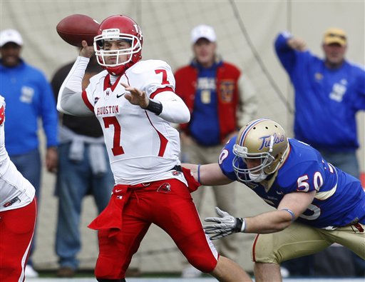 Houston quarterback Case Keenum &#40;7&#41; passes under pressure from Tulsa defensive end Jared St. John &#40;50&#41; in the third quarter of an NCAA college football game in Tulsa, Okla., Friday, Nov. 25, 2011.  Keenum threw for 457 yards and five touchdowns in Houston&#39;s 48-16 win. &#40;AP Photo&#47;Sue Ogrocki&#41; <span class=meta>(AP Photo&#47; Sue Ogrocki)</span>