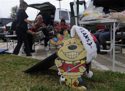 "<div class=""meta ""><span class=""caption-text "">Houston Texans tailgaters show their holiday spirit before an NFL football game against the Atlanta Falcons Sunday, Dec. 4, 2011, in Houston. (AP Photo/Pat Sullivan) (AP Photo/ Pat Sullivan)</span></div>"